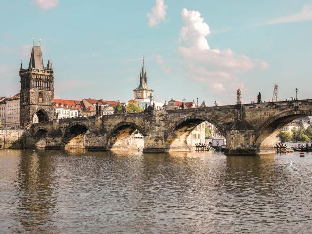Sehenswürdigkeiten in Prag Karlsbrücke Moldau