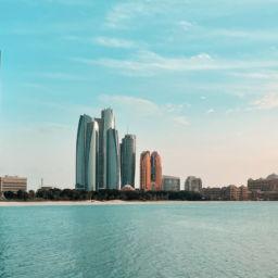 1 Tag in Abu Dhabi Skyline